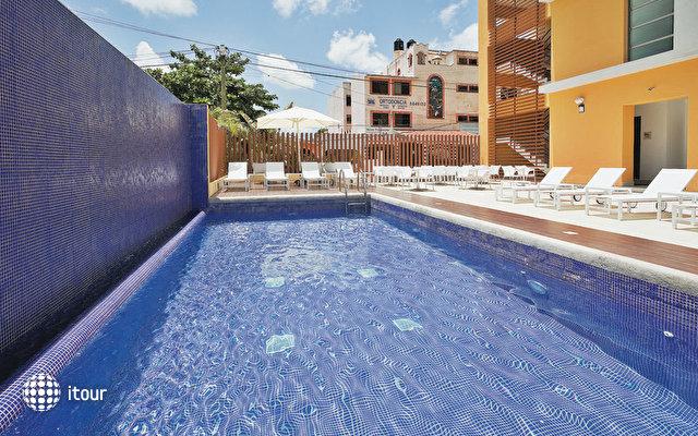 La Quinta Inn & Suites 3