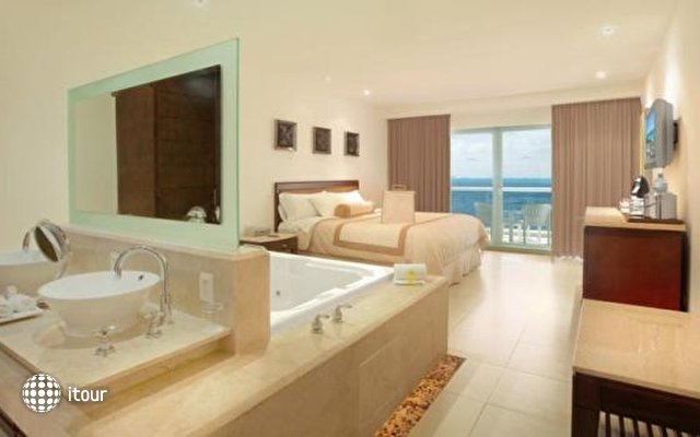 Isla Mujeres Palace Resort 7