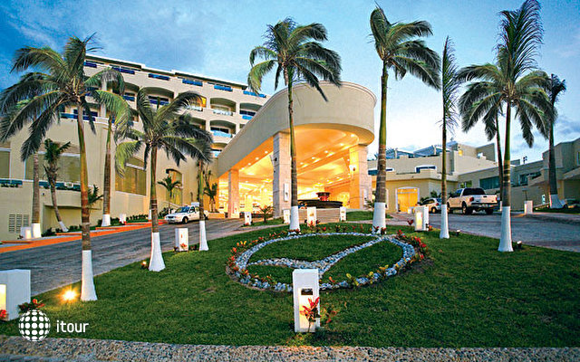 Gran Caribe Real Resort & Spa 5