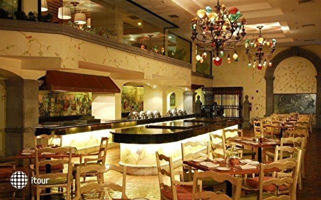 Omni Cancun Hotel & Villas 10