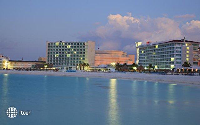 Krystal Cancun 4