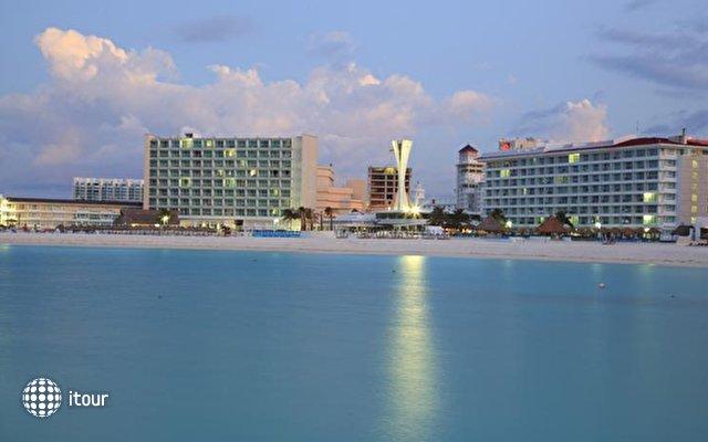 Krystal Cancun 2