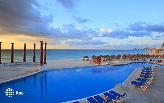 Krystal Cancun 5