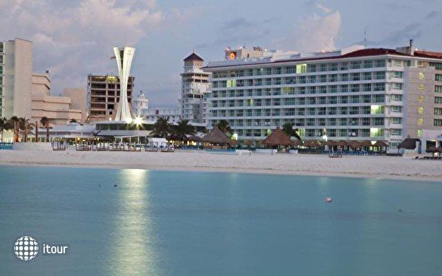 Krystal Cancun 3