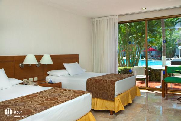 Plaza Pelicanos Club Beach Resort 10