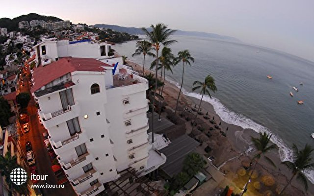 Emperador Vallarta Beachfront Hotel & Suites 1