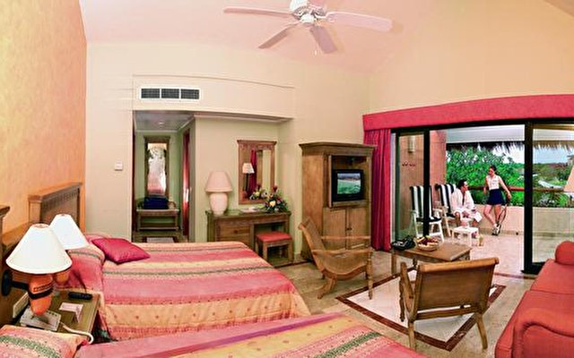 Grand Palladium Colonial Resort & Spa 10