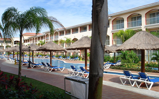 Sandos Riviera Beach Resort And Spa 4