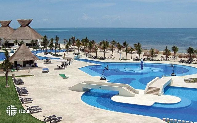 Blue Bay Grand Esmeralda 3