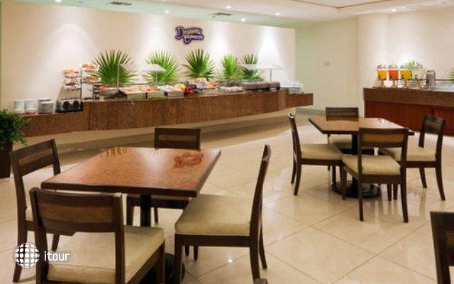 Holiday Inn Express Playacar Riviera Maya 6