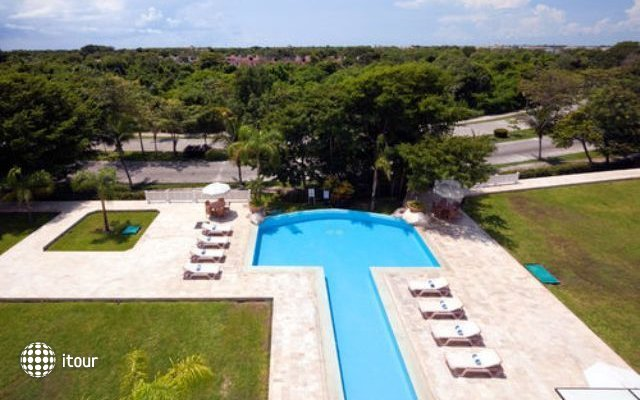 Holiday Inn Express Playacar Riviera Maya 2