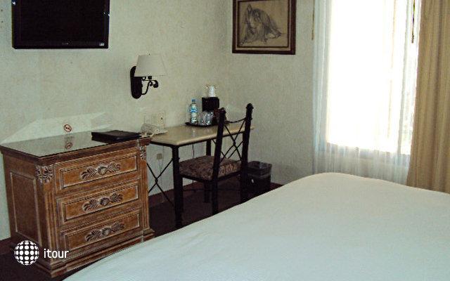 Gobernador Hotel 5