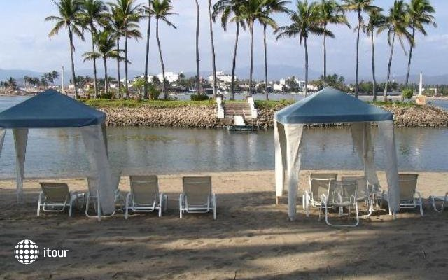 Wyndham Grand Isla Navidad Resort 6