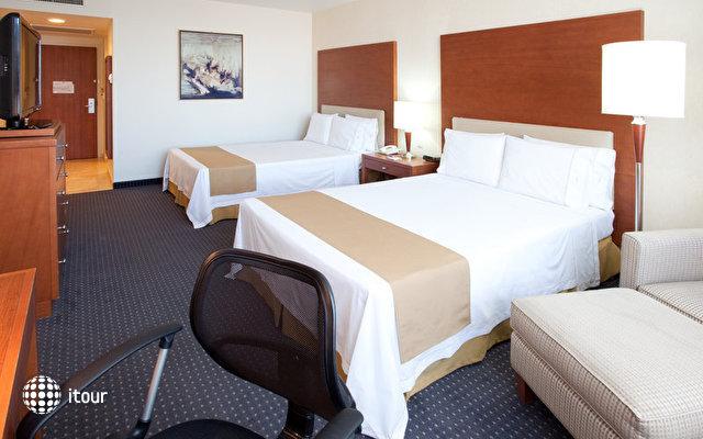Holiday Inn Express Puebla 10