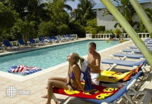 Legends Beach Resort 8