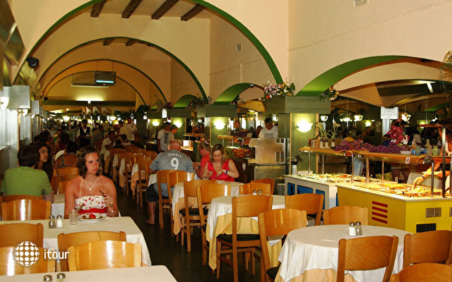 Santa Susanna Resort 7