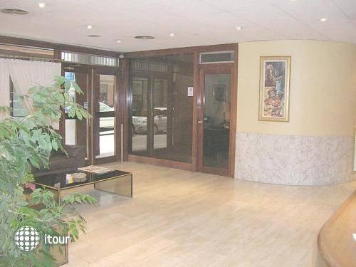 Aparthotel Augusta 10