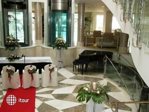 Ah Granada Palace 10