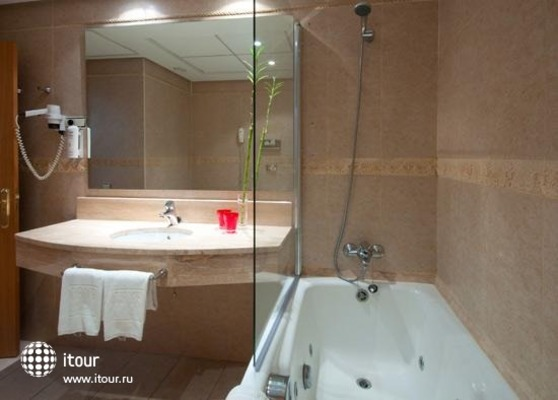 Tryp Orly 6