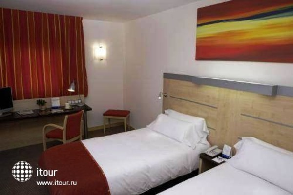 Holiday Inn Express Malaga Airport 4