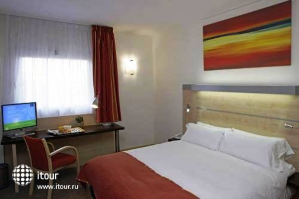 Holiday Inn Express Malaga Airport 5