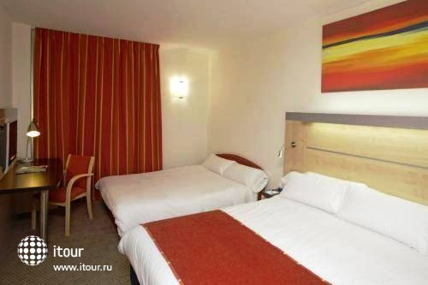 Holiday Inn Express Malaga Airport 7