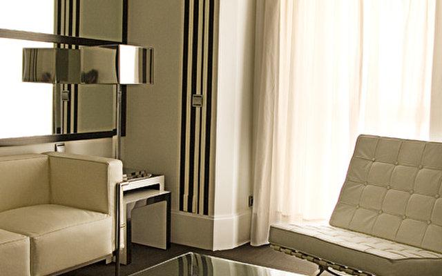 Room Mate Lola 8