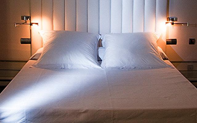Room Mate Lola 9