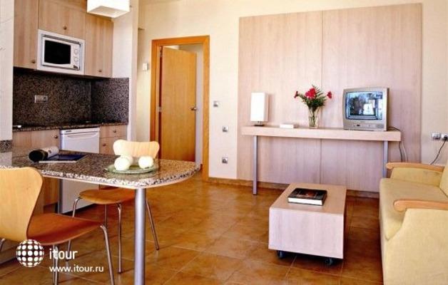 Reina Aparthotel 9