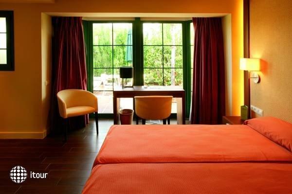 Mr Hotel Les Rotes 9
