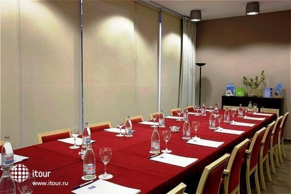 Holiday Inn Express Girona 5