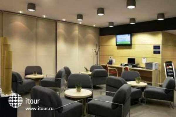Holiday Inn Express Girona 9
