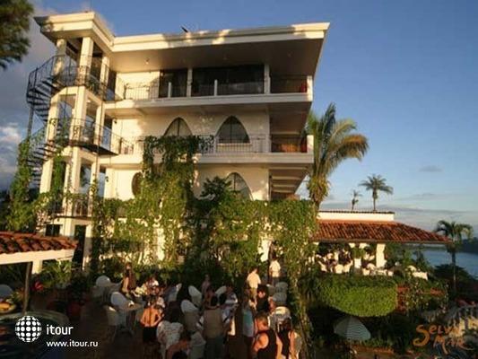 Mariposa Apartments 10