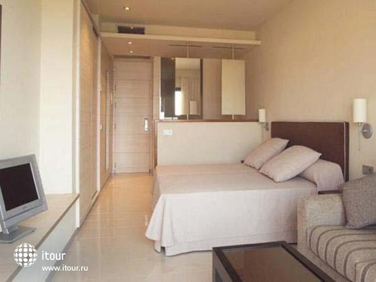 Les Oliveres Beach Resort 7