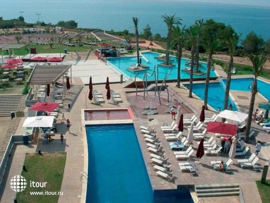 Les Oliveres Beach Resort 2
