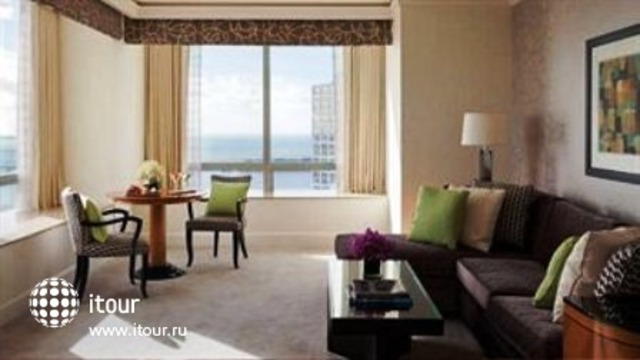 Four Seasons Hotel Miami 10