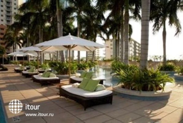 Four Seasons Hotel Miami 1