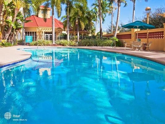 La Quinta Inn & Suites Miami Airport West 1