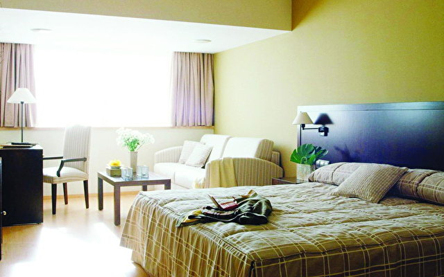Husa Centric Hotel 3