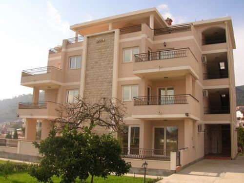 2004 Villa 1