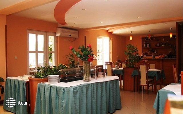 Garni Hotel Mena 10