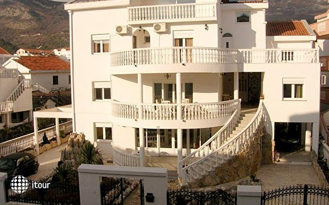 Nikolic Villa  1