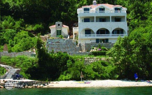 Villa Vujovich 1