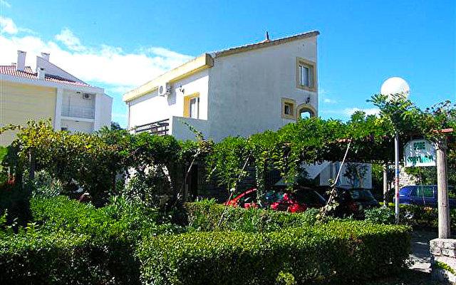 Villa Golis 1