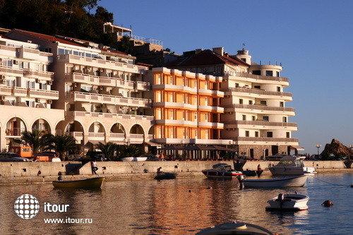 Monaco Aparthotel 2