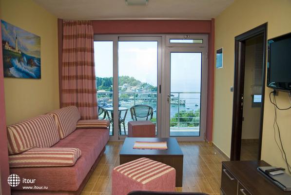 Raymond Kazanegra Apartments 5