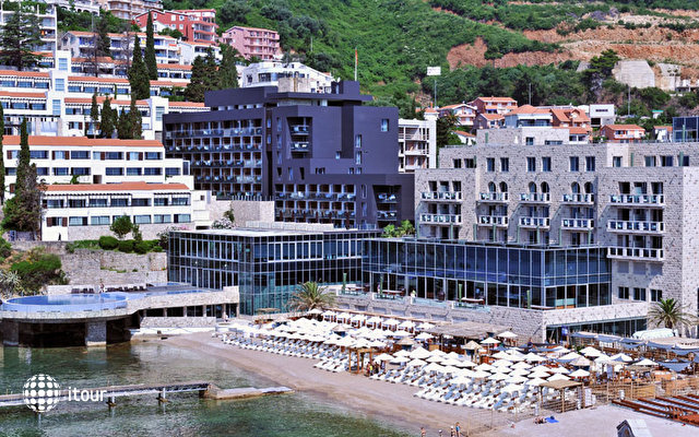 Avala Resort & Villas 1