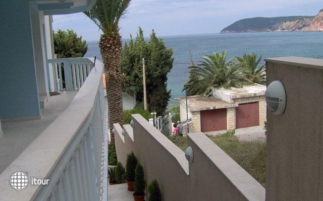 Villa Perovic 2