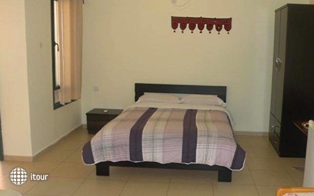 Yafo 82 Guesthouse 5