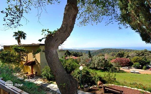 Beit Oren Guest House 4